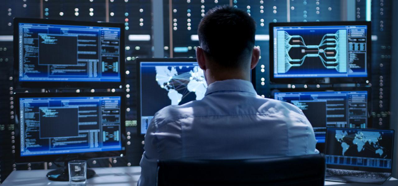 """Das SAIMOS® Control Center ist für Ihre Notruf Service Leitstelle, Sicherheitsdienst oder kurzum """"die Notrufzentrale"""" konzipiert, um die aktuelle Situation auf einer Karte übersichtlich darzustellen."""
